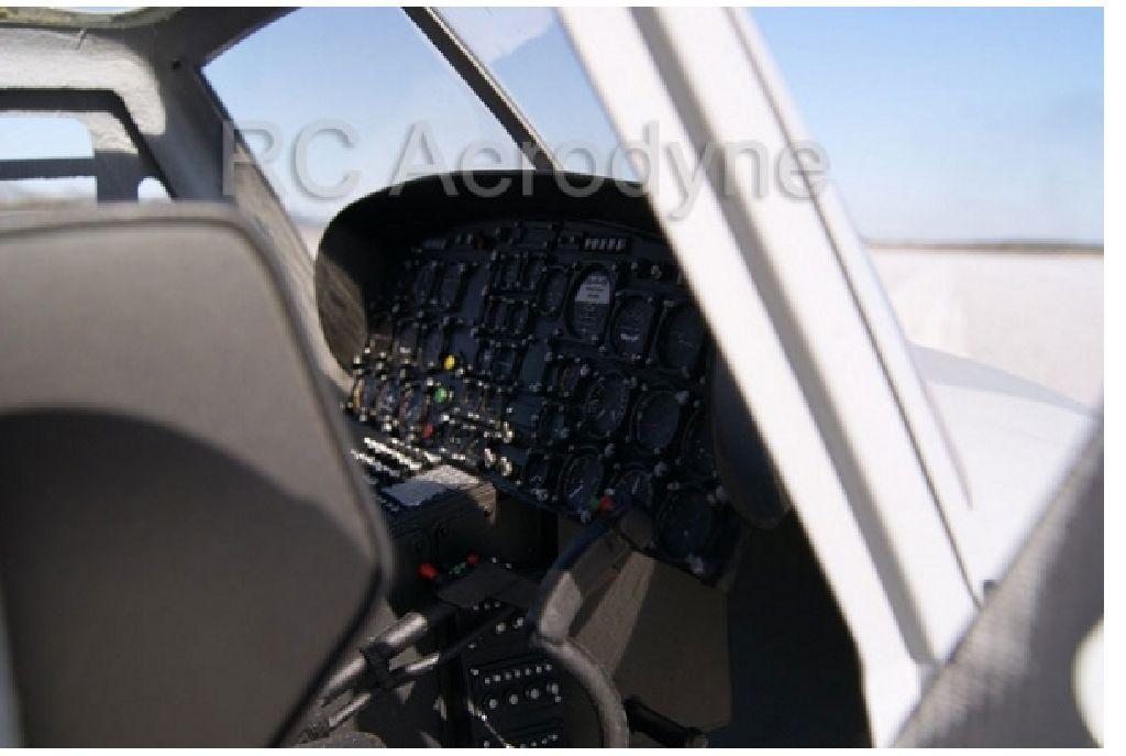 Cockpit mit Piloten für Bell UH-1N oder Bell 212 600er Scale.
